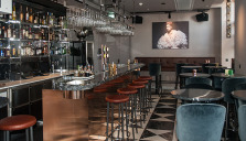 Bottenvåningen på Radisson Blu Strand Hotel har fått ny skepnad