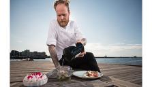 Dessertmästaren Joel Lindqvist klassiska midsommarbord i ny tappning