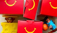 Förnybara material i Happy Meal senast 2025