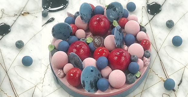Midsommartårta med vilda blåbär, hallon och lakrits