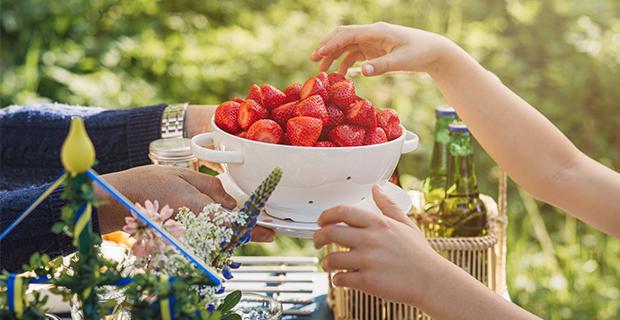 När började vi äta sill, färskpotatis och jordgubbar på midsommar?