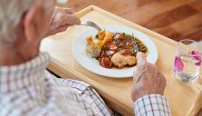 Nya råd om äldreomsorgens måltider sätter individen i centrum