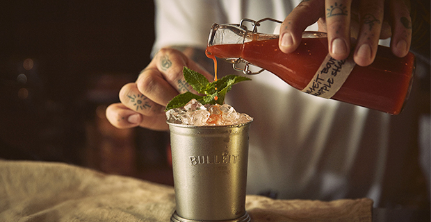 Bulleit Bourbon Hot Sauce och drinken Spicy julep
